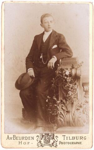003573 - ....Berghegge, zoon van Josephine Maria Margaretha Houben (1853-1920) en Johannes Antonius Berghegge (1850-1922)