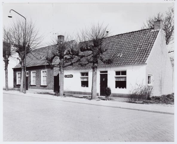 062563 - De inmiddels afgebroken woonhuizen aan de Burg. Brendersstraat 11 en 13