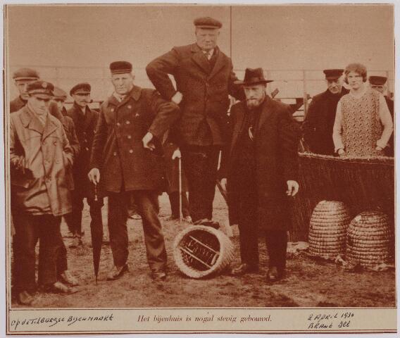 040721 - Bijenmarkt op het Gem. Sportpark te Tilburg (2-4-1930)