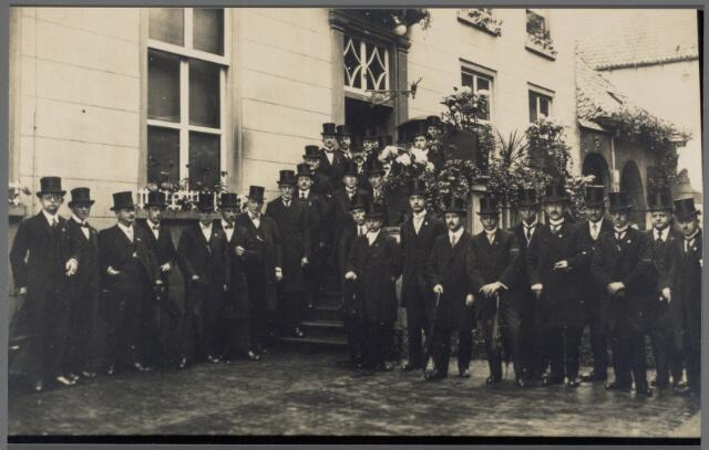 102550 - Comité Jubileumfeesten. Koningin Wilhelmina vierde in 1923 haar vijfentwintigjarig jubileum als Koningin.