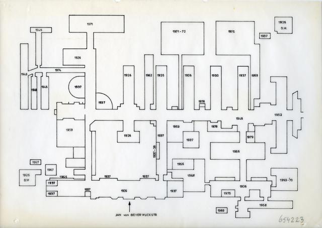 654223 - Elisabethziekenhuis. Gezondheidszorg. Plattegrond met alle verbouwingen in de geschiedenis van het St. Elisabeth Ziekenhuis . In 1975 was de laatste verbouwing voordat het nieuwe ziekenhuis in 1982 in gebruik werd genomen.
