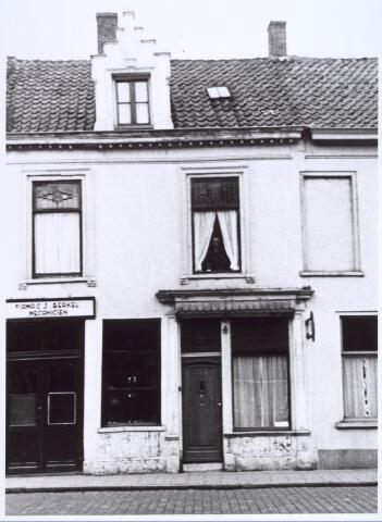 020997 - Bedrijf van de firma J. van Berkel aan de Heuvel. Op deze plaats staat nu een modern kantoorpand