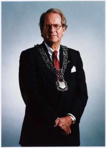 006649 - Mr. G.Ph. BROKX (1933-2002), burgemeester van Tilburg van 1988 tot 1997. Was voordien lid van Provinciale Staten (1966-1978) en Gedeputeerde Staten van Noord-Brabant (1970-1978) en twee maal CDA-staatssecretaris van Volkshuisvesting, van 1977 tot 1982 en van 1982 tot 1986.