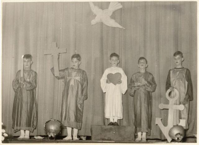 051274 - Basisonderwijs. r.k. lagere school. St. Jozefschool aan de Groeseindstraat viert zilveren feest.