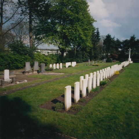 064350 - Oorlogsgraven op begraafplaats Vredehof.