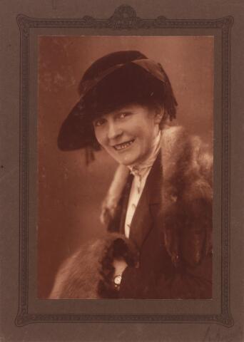 003441 - Adriana Maria van Esch, gehuwd met Henri Koenraad Arts (1885-1942).