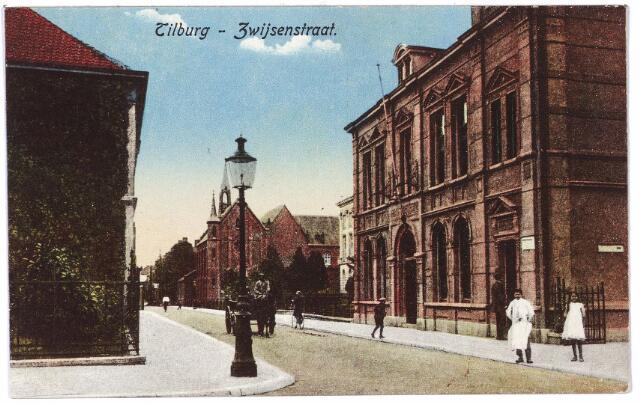 000033 - Bisschop Zwijsenstraat met rechts het voormalige hoofdbureau van politie.