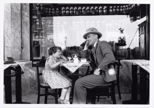 011852 - A. Roothaert met zijn dochter Sophia Petronella (Frauke) geboren in 22 maart 1924.