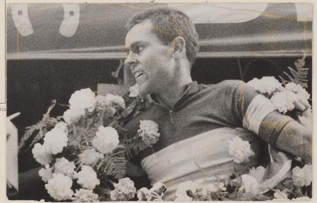 083342 - Wielerronde Acht van Chaam: winnaar Jo de Roo. Ook in 1963 en in 1967 werd Jo de Roo winnaar van de Acht.