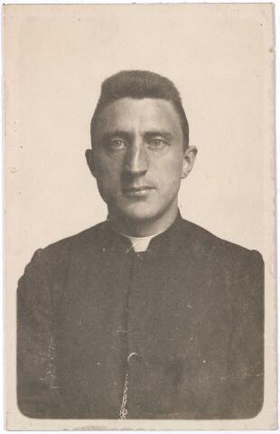 006253 - Portret. Petrus Josephus Vroomans, (1875-1922). Kapelaan parochie Heilig Hart (Noordhoek) sinds 1909; pastoor parochie Trouwlaan in 1920 .