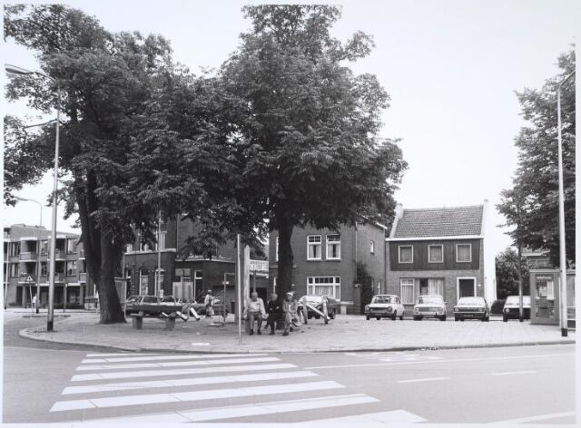 024614 - Zuidzijde van het Korvelplein omstreeks 1982