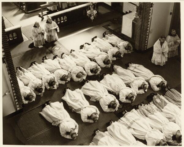 050198 - Priesterwijding. Udenhout.