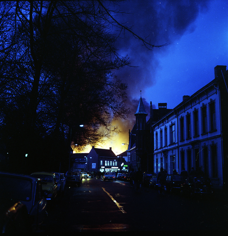 D18_1-cc34-003 - Uitslaande brand bij Listex
