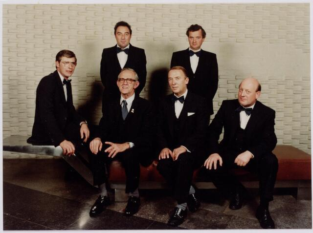 041283 - Jubileum. Bestuur 'Kunst en Vooruitgang' b.g.v. het 100-jarig bestaan in 1980.