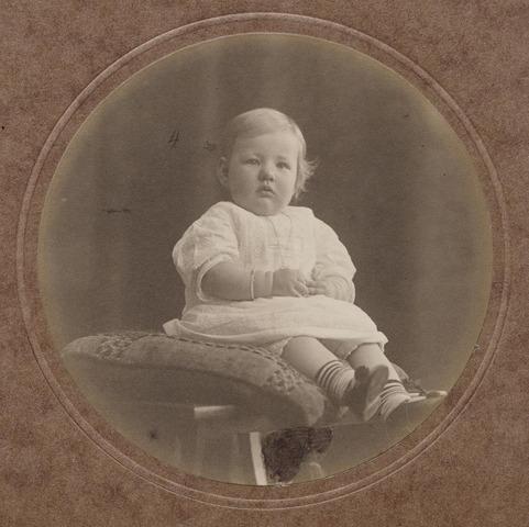 044264 - Mercedes de Steenhuysen Piters, geboren op 18 juni 1912.