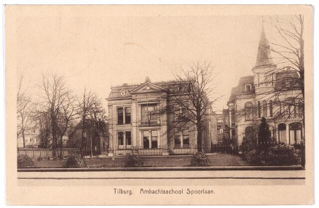002215 - Spoorlaan. In het midden de ambachtsschool, rechts villa Joseph.