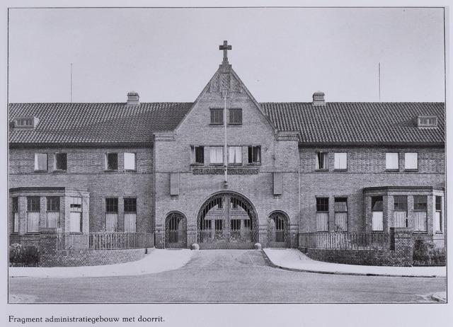 041703 - elisabethziekenhuis. Gezondheidszorg. Ziekenhuizen. Hoofdingang, op de voorgrond de administratiegebouwen met doorrit van het St. Elisabethziekenhuis.