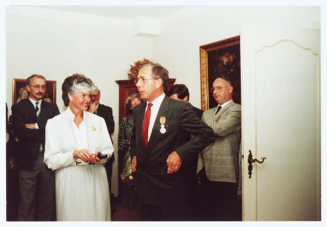 063612 - Koninklijke onderscheidingen. in mei 1987 werd de heer J.L.M.j. Obers door burgemeester Jan Meijs koninklijk onderscheiden.