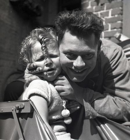 654820 - Privéarchief Schmidlin. Portret van Louis Schmidlin met zijn dochtertje Alida