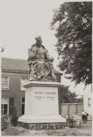 075471 - Onthulling standbeeld Pater Poirters (1926).  Onthulling door Jonkheer Van Sasse van IJsselt op 19 september 1926.