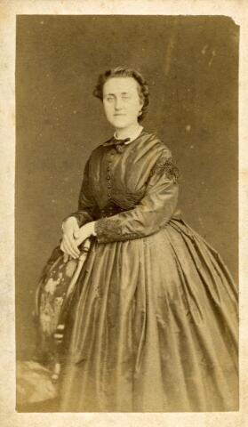 092894 - Maria Francisca Jacoba Smits, geboren te Breda op 28 februari 1840 en overleden te Tilburg op 25 oktober 1906. Zij trouwde met burgemeester Wilhelmus P.A. Mutsaers.