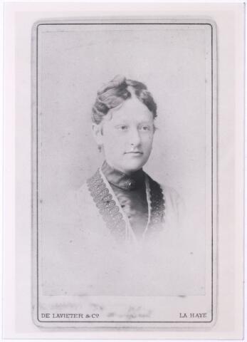 004513 - Maria Engelberta Josephina (Marie) van HOOF (Tilburg 1863-1961), dochter van Johannes van Hoof en Johanna Maria Becx.