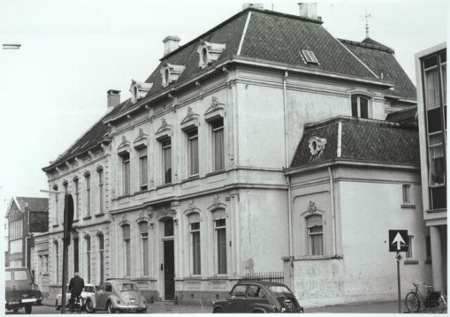 031011 - Schouwburgring. v/h Zomerstraat pand notaris Hoekx.