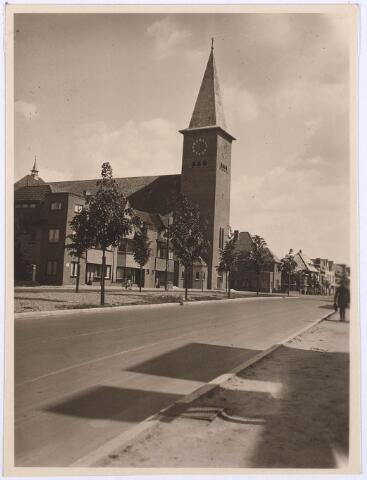 030056 - R.K. kerk van het H. Sacrament aan de Ringbaan-Oost