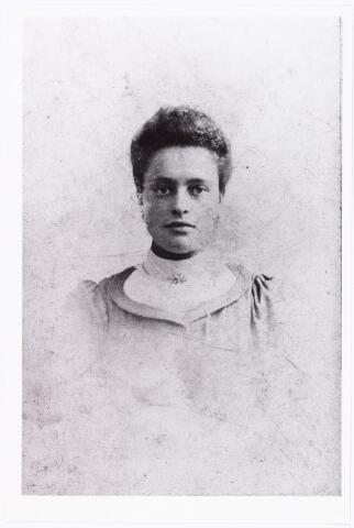 007673 - Portret. Cornelia van Puijenbroek geboren te Tilburg 18 juni 1882, overleden te Goirle 12 januari 1953. Zij was gehuwd met Cornelius Theodorus de Kok.