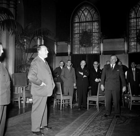 050611 - 1e Spade Hoogspoor Tilburg, burgemeester Van Voorst tot Voorst en dr. mr. F. den Hollander president NS.