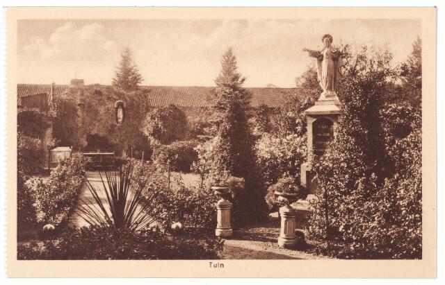 001590 - Lange Nieuwstraat, tuin St. Josephgasthuis met H. Hartbeeld en op de achtergrond een Lourdesgrot.