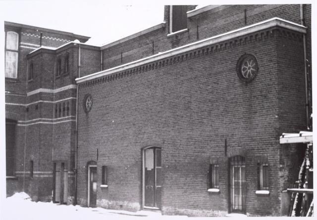 014322 - Gedeelte van de Dionysiusschool in de Antoniusstraat, gezien vanaf de speelplaats