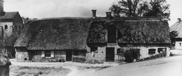 105224 - Stallen. Boerderijgebouwen op het terrein van de Sint Paulusabdij.  Kloosters