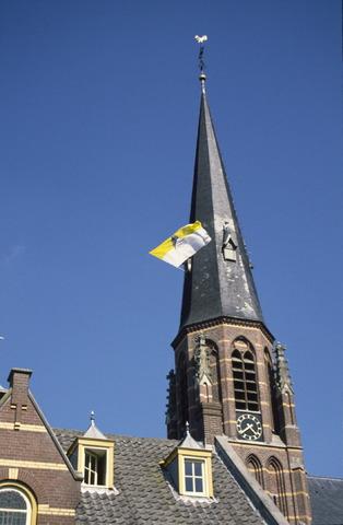 656912 - Sint Job viering in Berkel-Enschot. Vlag in de toren van de Sint Caeciliakerk.  Op de tweede, of soms derde, zondag van mei gaan mensen op bedevaart naar Sint Job in Enschot. Dit is tegenwoordig een dorpsfeest, pleinfeest Sint Job. Met in de ochtend een mis in de Sint Caeciliakerk.