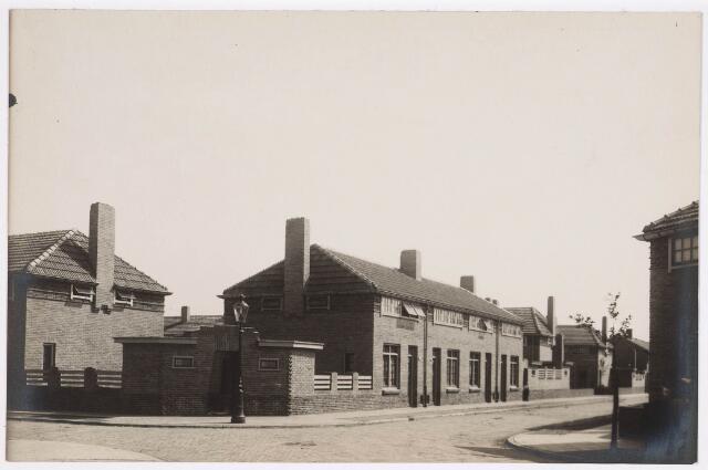 035178 - Panden aan de Willem Beukelsstraat 15-9 gezien vanaf de Gen. Mercatorstraat