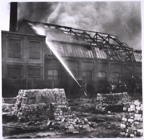 024860 - Brand bij de firma Gebroeders van Beurden aan de Kuiperstraat op 25 april 1933