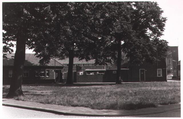 030943 - Schotelplein. Rechts Eekhofstraat.