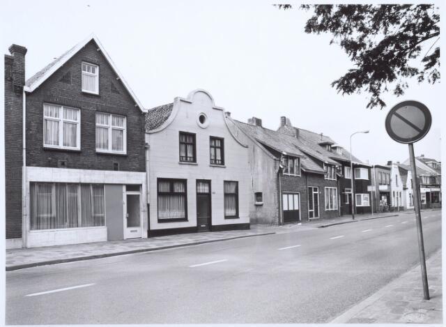 020599 - Panden aan de Hasseltstraat gelegen tussen de Goirkestraat en de Kwaadeindstraat halverwege 1986