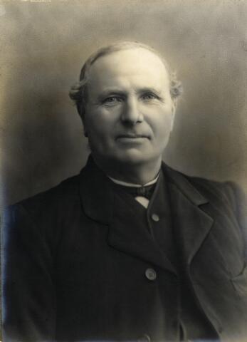 092713 - Martinus Pijnenburg, geboren op 16 februari 1852 te Berkel-Enschot als zoon van Gerardus Pijnenburg en Petronella Schapendonk. Martinus trad op 7 mei 1888 te Udenhout in het huwelijk met Johanna Versteden. Hij overleed op 4 oktober 1923 te Udenhout.