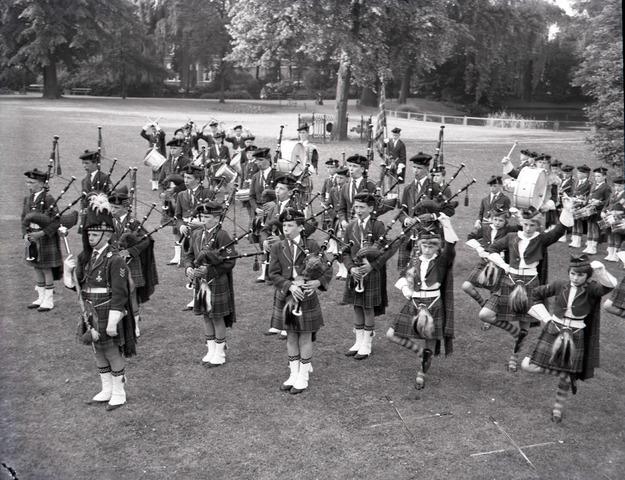 """653766 - Cultuur. De Dutch Pipes & Drums, ook wel bekend als """"De Schotjes"""" treden op in het Wilhelminapark"""
