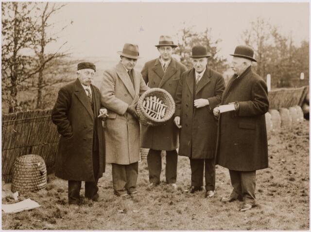 040711 - Bijenmarkt op het Gem. Sportpark te Tilburg (1936)