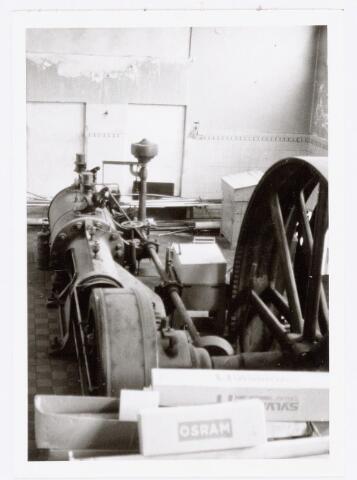 037989 - Textiel. Detail van de stoommachine van wollenstoffenfabriek A & N Mutsaerts ten tijde van de sluiting in 1977