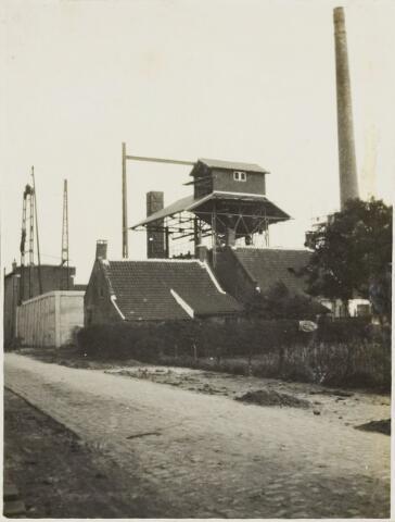 104618 - Energievoorziening. Nieuwbouw Gasfabriek Oosterhout. Montage van de hangbaan.