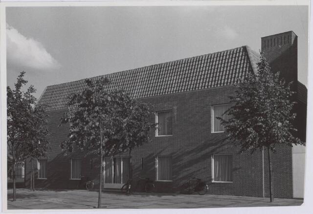 018375 - Gymzaal annex parochiehuis van Fatima halverwege 1960