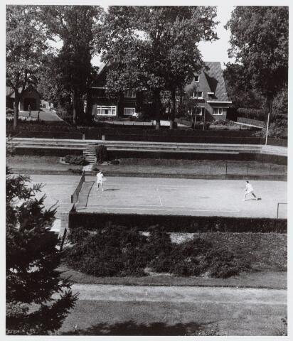 053974 - Sport. Tennis. Tennisbaan aan de Goirleseweg in het Sportpark; het centercourt
