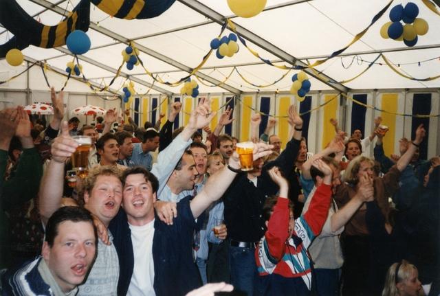 800096 - Sport. Voetbal. Voetbalvereniging R.K.S.V. Taxandria in Oisterwijk. De feesttent. Feest ter gelegenheid van het 40-jarige jubileum van de club.