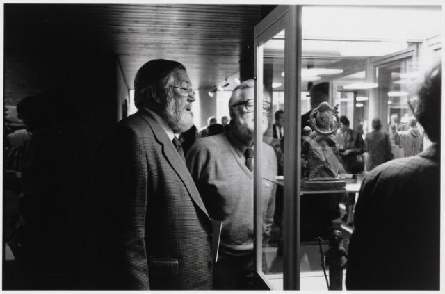 101866 - Tentoonstelling van Niel Steenbergen (1911-1997) in het gemeentehuis / stadhuis.