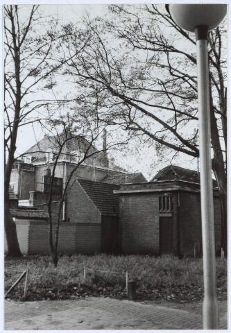 024720 - Achterzijde van panden aan de Korvelseweg gezien vanuit het voormalige Diepenterrein
