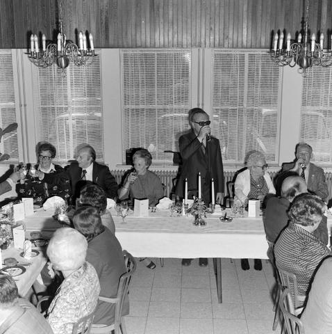1237_012_989-2_004 - Viering van een jubileum van textiel firma Van Besouw b.v. bij restaurant Boschlust in Goirle in mei 1977.