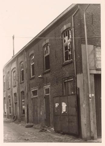018199 - Achterzijde van het bedrijfspand van de firma Venetron aan de Emmastraat begin 1969 en vlak voor de sloop